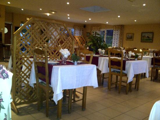 Hotel Restaurant des 4 Ecluses: la salle de restaurant
