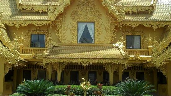 Wat Rong Khun: The Only Golden Things Here Are The Washrooms