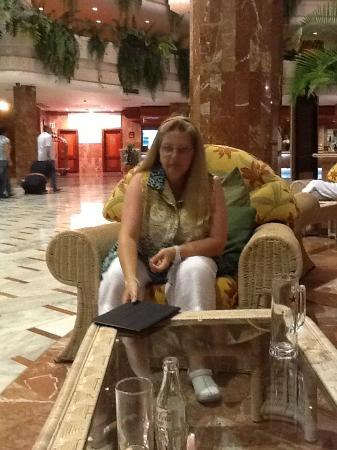Spring Arona Gran Hotel: Cavernous Reception
