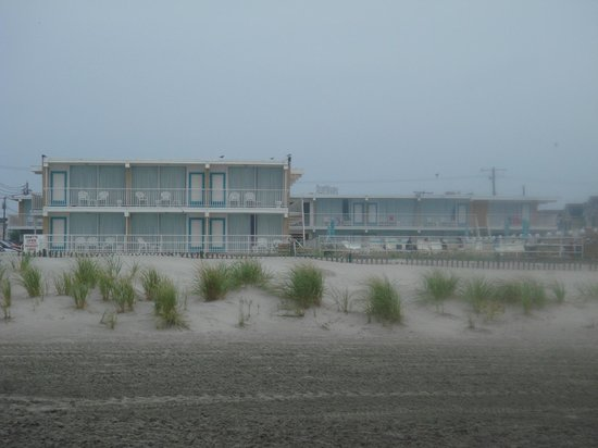 Villa Nova Motel: motel from the beach