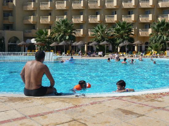 Houda Yasmine Hammamet: piscine