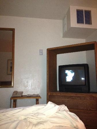 Budget Inn: TV
