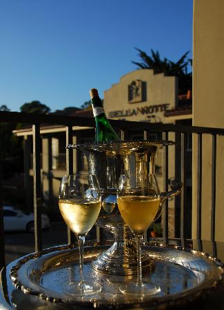 Bella Notte - The Inn at East Cliff: White Wine Upstairs