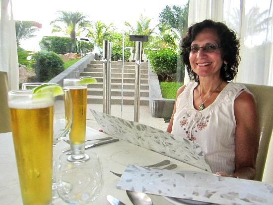 Porto Bello Bistro & Lounge: Hot night, but inside their AC dining room