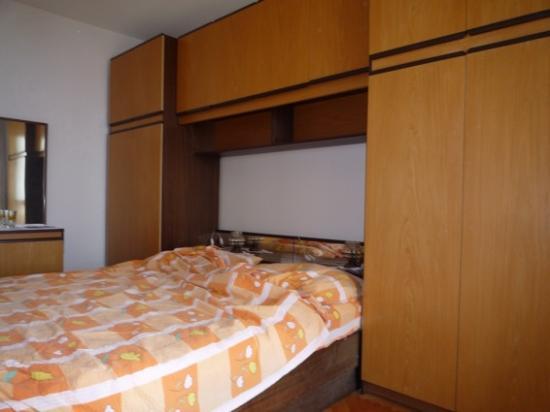 Apartments Prguda : Mobilier des années 70 : tout est fait à l'économie