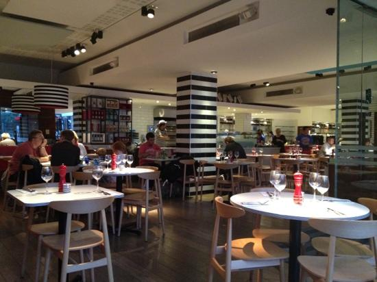 Pizza Express: Interior
