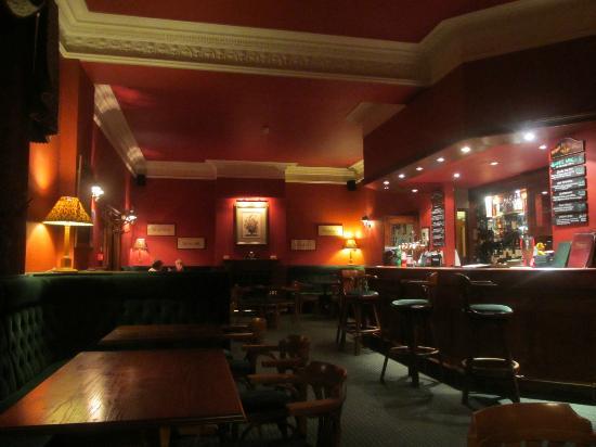 Ramnee Hotel: REstaurante bar
