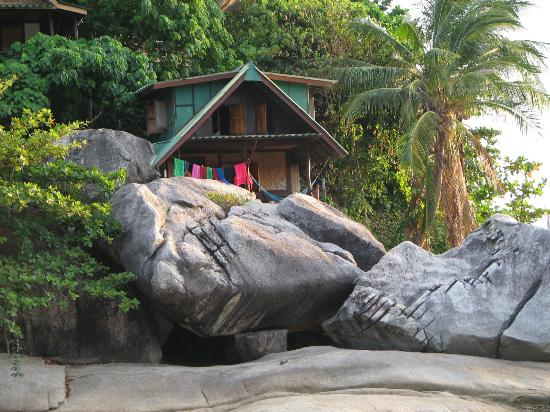 Mai Pen Rai Bungalows: Bungalow on the rocks