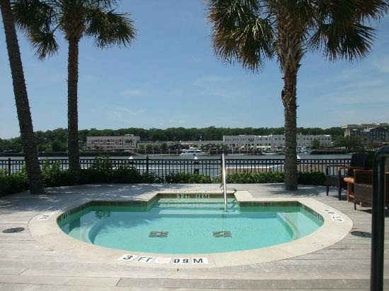 Westin Savannah Harbor Golf Resort & Spa: Relaxing hot tub.