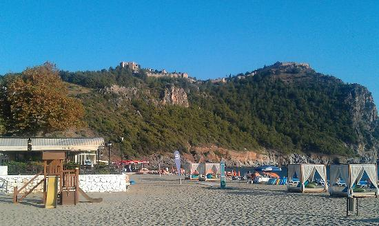 Kleopatra Beach: View on Alanya Castle from Cleopatra Beach
