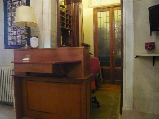 Le Vitral Baires Boutique Hotel: Front Desk