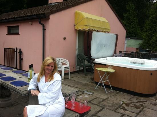 Wye Valley Spa: hot tub area
