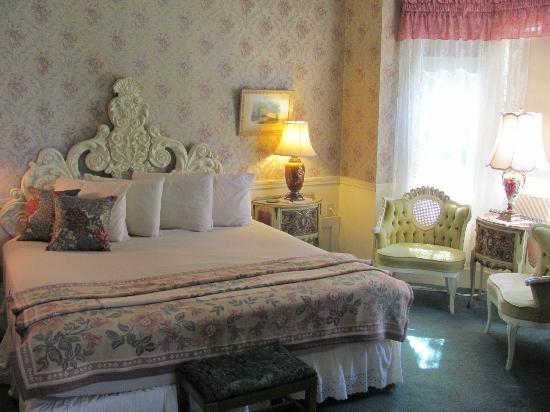 Mira Monte Inn: room