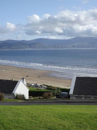 Inch Beach Guesthouse: View of Inch Beach from the front of the cottage