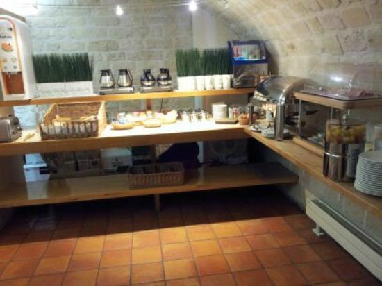 Hotel des 3 Poussins: desayuno buffet
