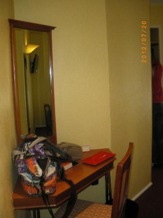 Hotel des 3 Poussins: entrada