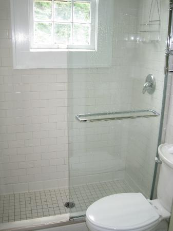 Princess Anne Hotel: Nice Bathroom