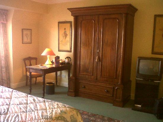 Aherne's Townhouse Hotel Youghal: Lovely Antique Wardrobe