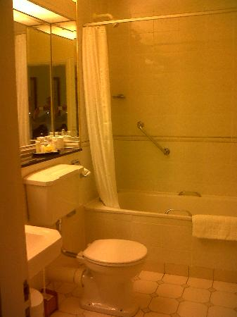 Aherne's Townhouse Hotel Youghal: Bathroom