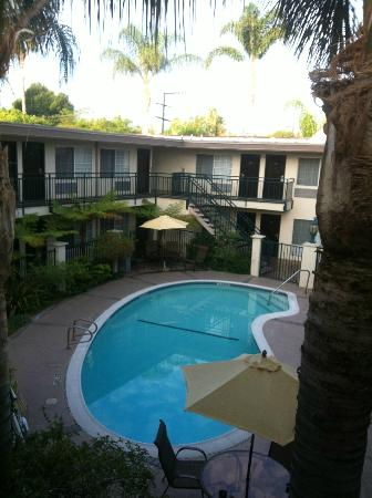Tarzana Inn: Pool