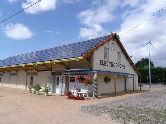 Electrodrome: couverture en panneaux photovoltaique et éolienne sur le site de l'électrodrome