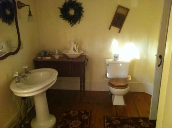 Royalsborough Inn at Bagley House: Freeport Room Bath