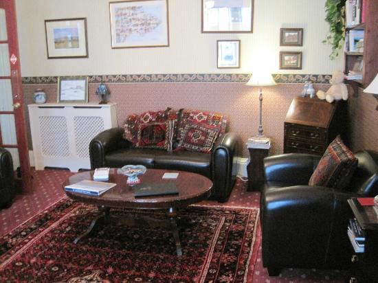 Cameron Guest House : Lounge area