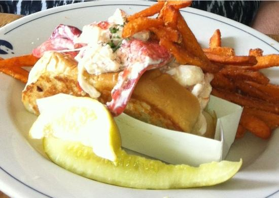 Robert's Maine Grill: lobster roll