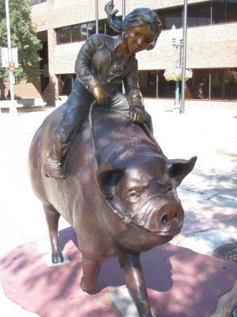 Best Western Plus Ramkota Hotel: Sculpture Walk