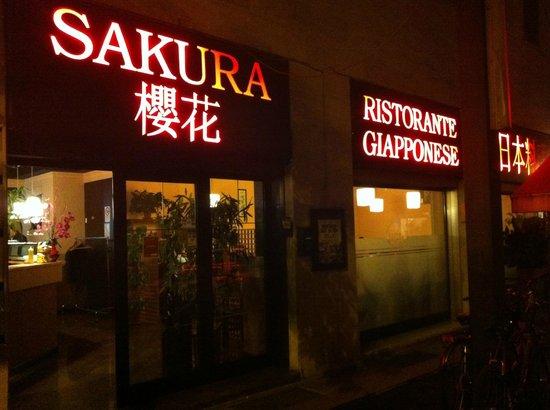 Sakura: L'ingresso del ristorante