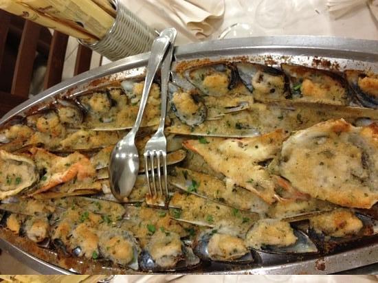 Al Portichetto: gratinato misto: cozze cannolicchi ostriche e scampi