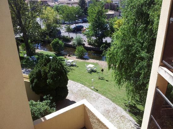 Hotel Les Nevons : Aussicht vom Zimmer auf den Fluss Sorgue