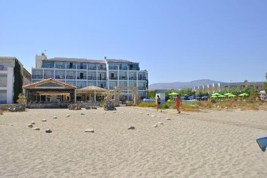Golden Beach Hotel: The hotel from the beach