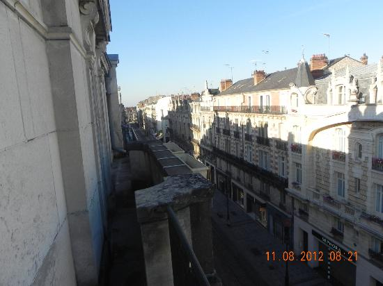 Campanile Orleans Centre Gare : vista desde nuestra habitacion hacia la zona antigua
