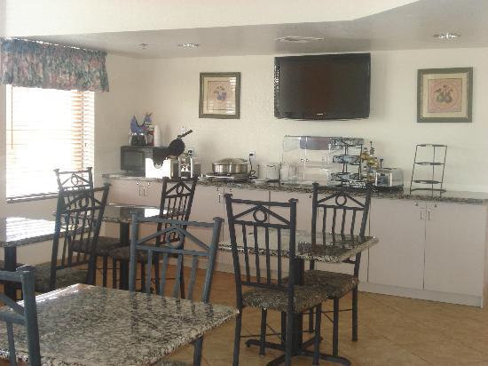 BEST WESTERN Inn of Chandler: Breakfast Area