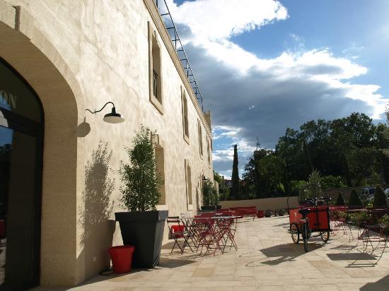 Garrigae Distillerie de Pézenas: l'entrée de l'hotel