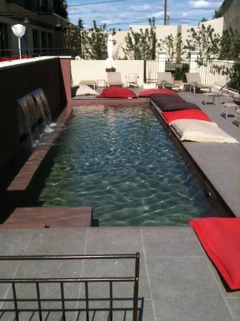 La Distillerie de Pezenas: piscine extérieure