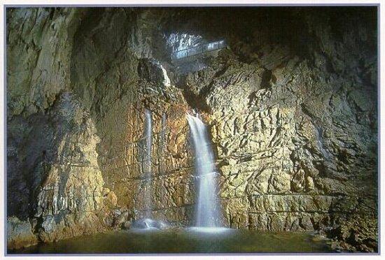 San Demetrio ne' Vestini, Italie : Grotte di Stiffe_La cascata