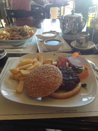 Orient Express Restaurant : The Giant BBQ Burger