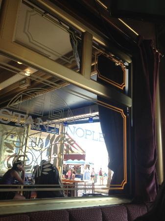 Orient Express Restaurant : All aboard!