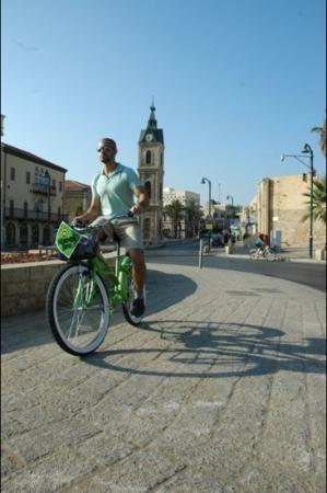 Wheel Bee Bike Rental : clock tower