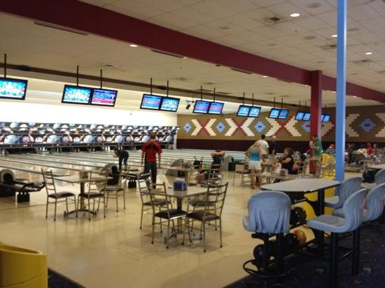 Schulman Theatres Lost Pines 8: Bowling lanes