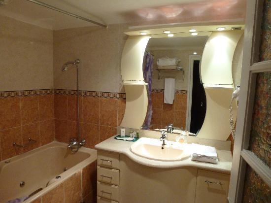 Hotel Saint George El Djazair : Bathroom