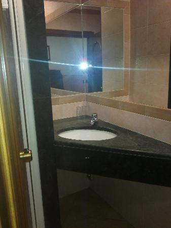Hotel Parlamento: bathroom