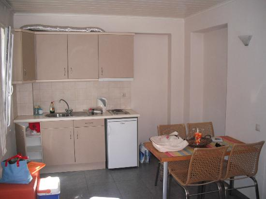 Iro Studios and Suites: Η κουζίνα