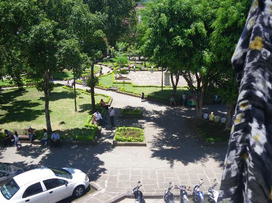 Sam's VIP Hostel: View of Parque Principal from Balcony of 2nd Floor Room