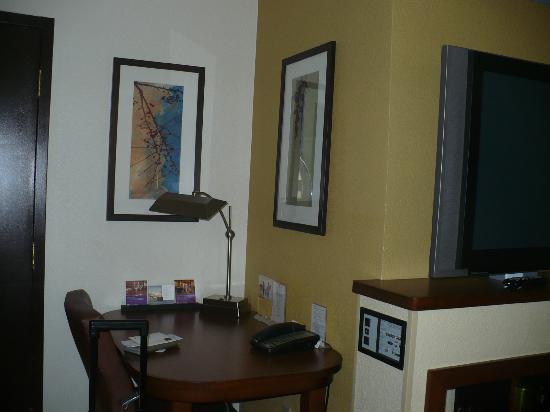Hyatt Place Cincinnati/Blue Ash : business desk