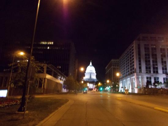 Hyatt Place Madison: Capital at night
