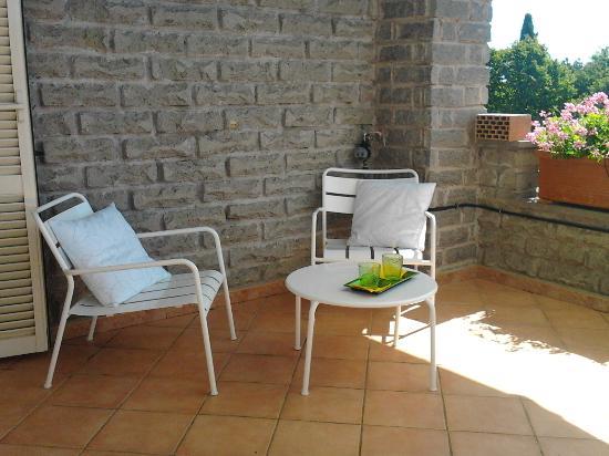 La Casa di Sofia - Casa Vacanza Monterosi: terrazza in Appartamento Gardenia - La Casa di Sofia