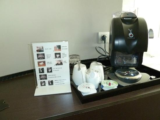 Sofitel Brussels Europe: Complex coffee machine